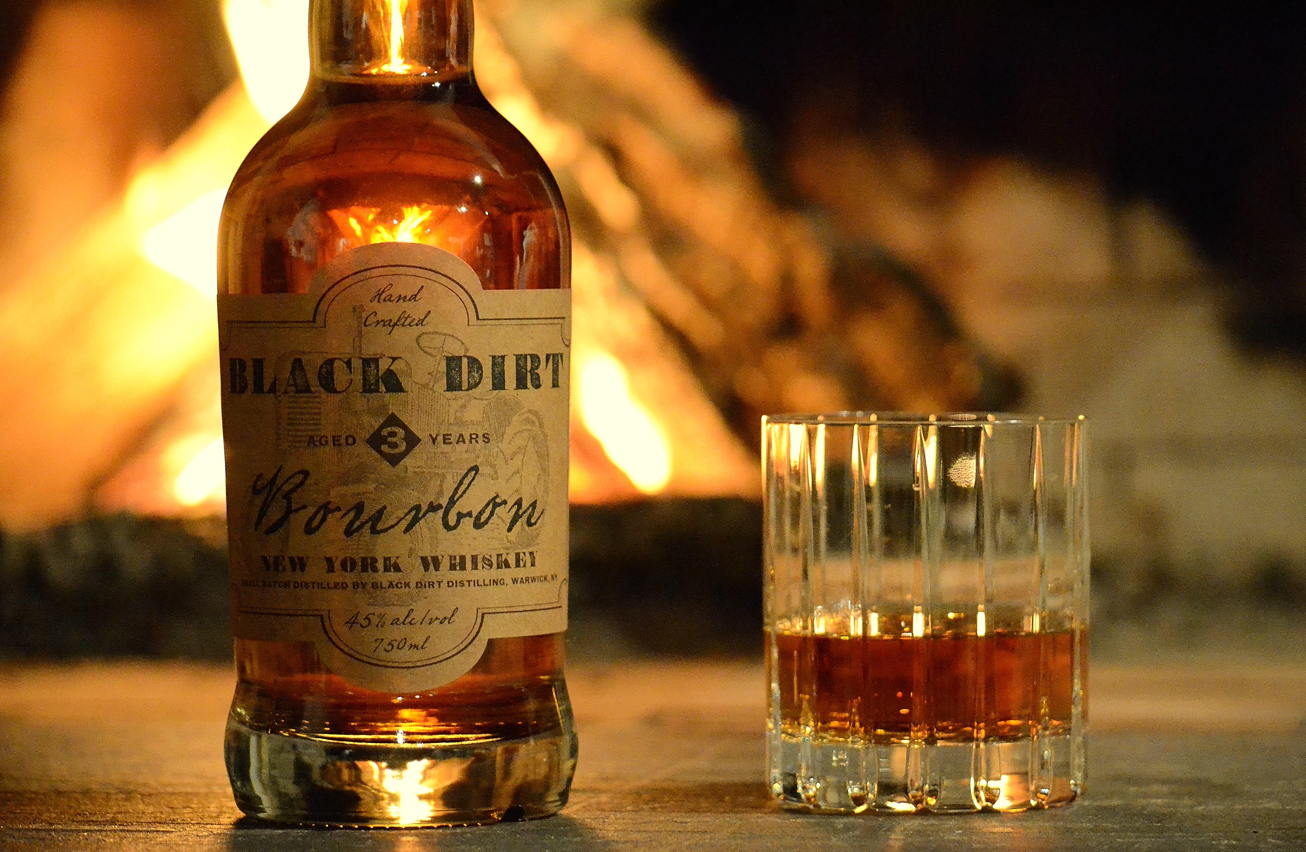 http://www.drinkhacker.com/wp-content/uploads/2015/05/BD-Bourbon-w-fire.jpeg